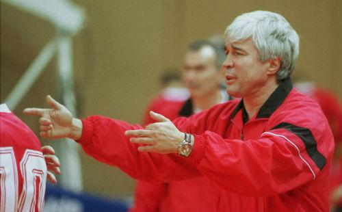 Евгений Ловчев: «Отвечать нужно игрой, а не жестами в сторону трибун»